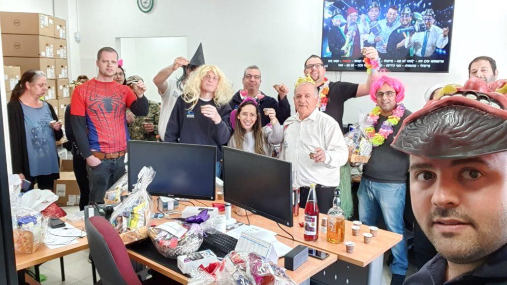 צוות העובדים - מסיבת פורים במשרד פסגות פתרונות מחשוב